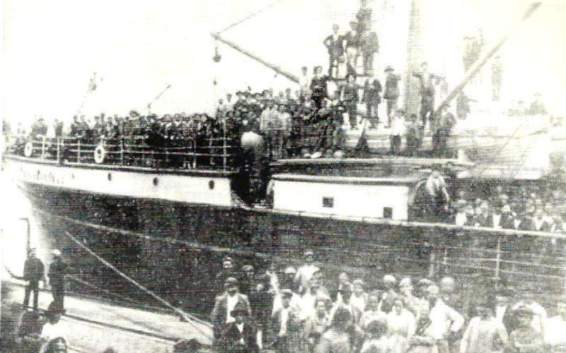 Navio de Imigrantes no porto de Santos, SP - 1970